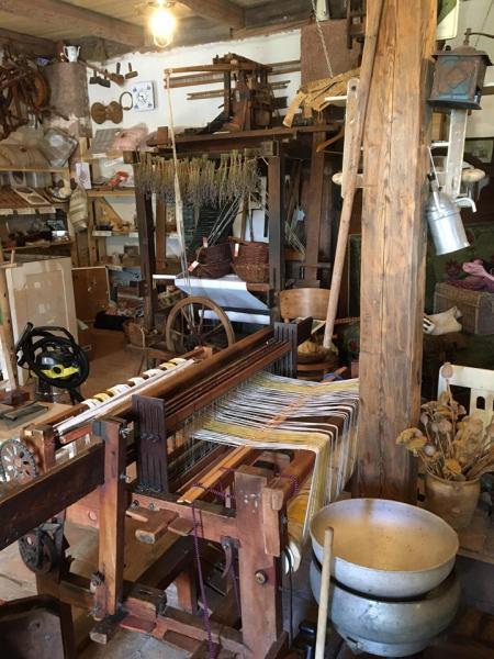 Tkalcovna, weaving